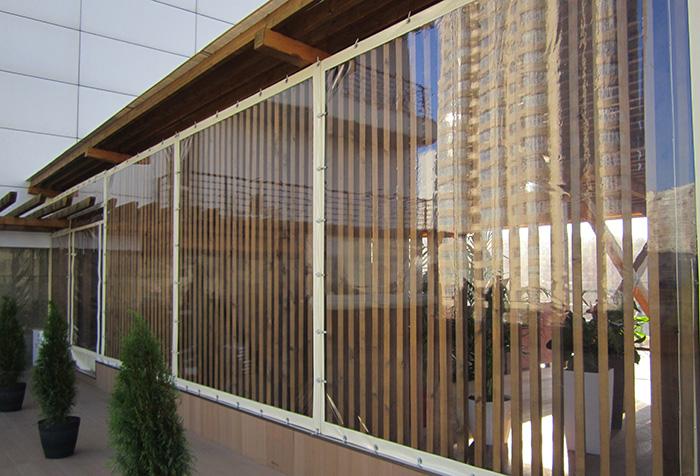 Терраса ресторана, закрытая шторами из ПВХ