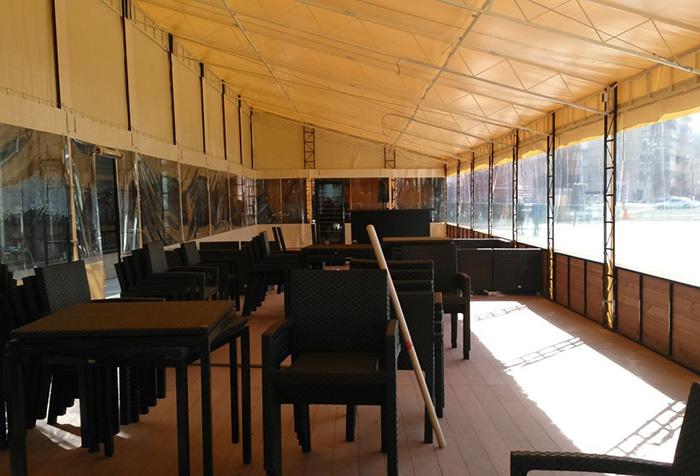 Кафе со шторами из поливинилхлорида