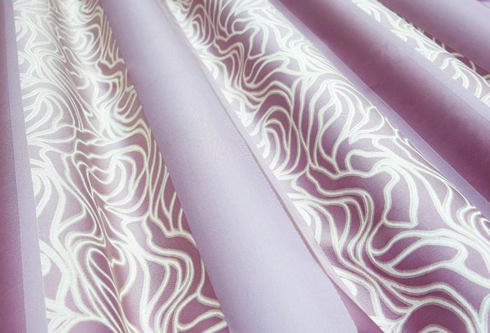 Сиреневая ткань для штор с узором кремового цвета