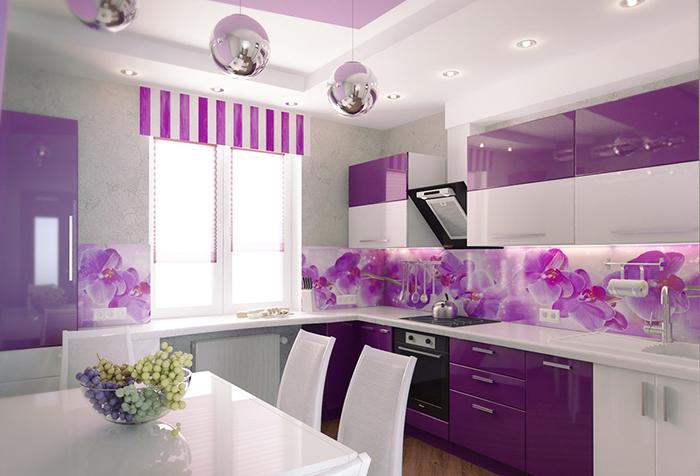 Декоративная шторка с сиреневыми полосками для кухни