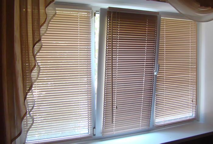 Горизонтальные жалюзи на пластиковое окно
