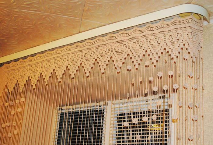 Оригинальная вязаная штора