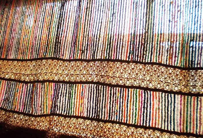 Цветная штора, связанная крючком