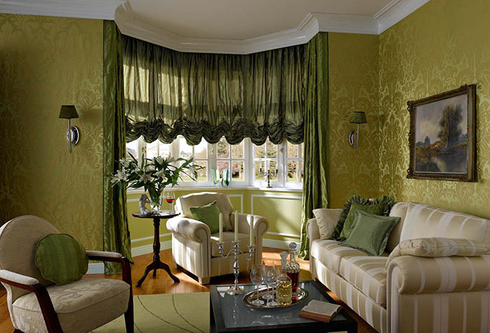 Зеленые австрийские шторы