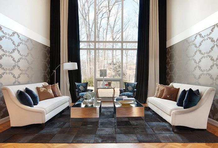 Двухцветные контрастные портьеры в гостиной