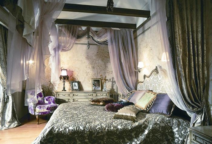 Необычные шторы из элитной ткани в спальне