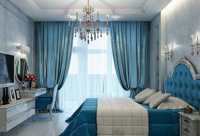 Спальня в голубых тонах с портьерами