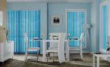 Вертикальные жалюзи голубого цвета в столовой