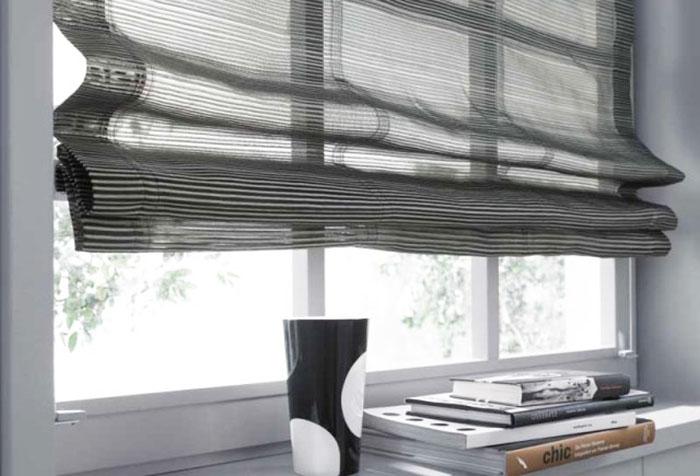 Полупрозрачная римская штора по ширине окна