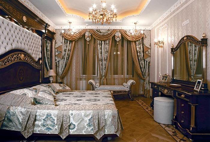 Роскошные портьеры в спальне с стиле барокко