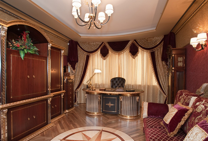 Роскошные шторы в кабинете