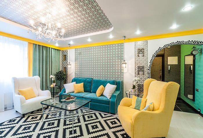 Плотные портьеры цвета полыни в гостиной