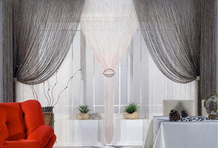 Оригинальные нитяные шторы с заколками и подхватами
