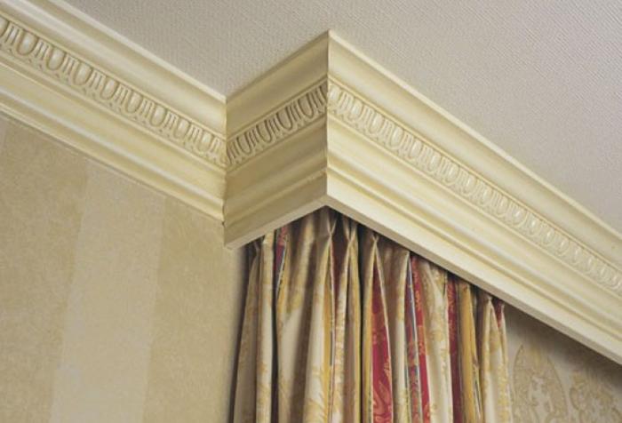 Потолочный багет для штор в классическом стиле