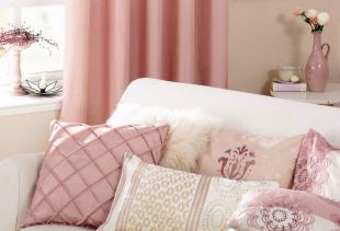 Как правильно использовать в интерьере помещений шторы розового цвета?