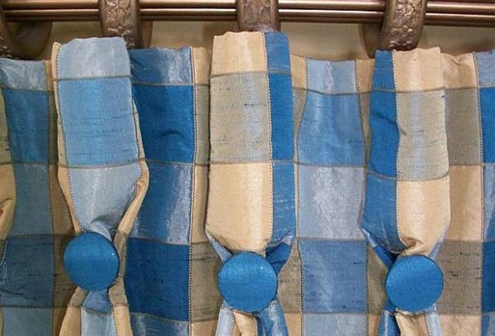 Клетчатые шторы на шторной ленте