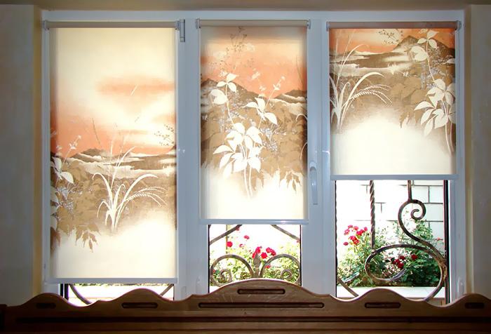 Рулонные шторы с рисунком, имитирующим роспись по ткани
