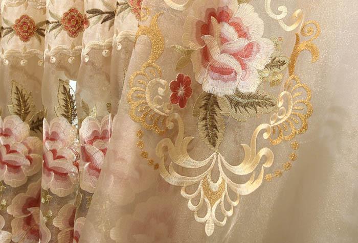 Тюль с роскошной вышивкой