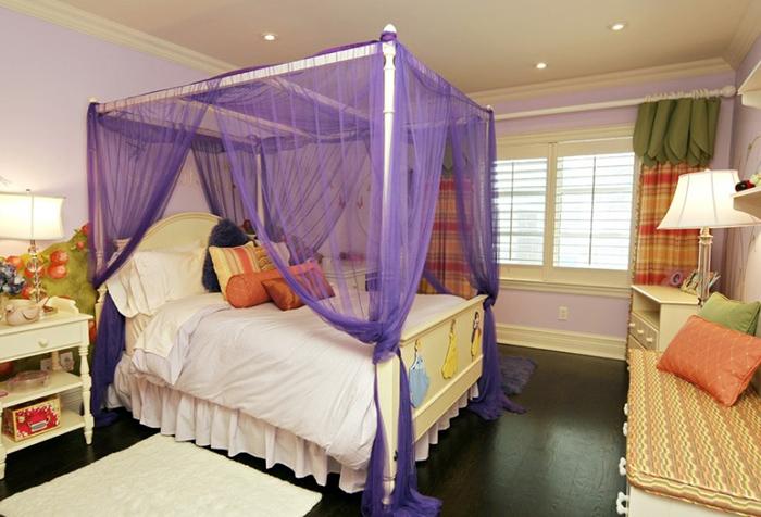 Фиолетовый балдахин из тюля