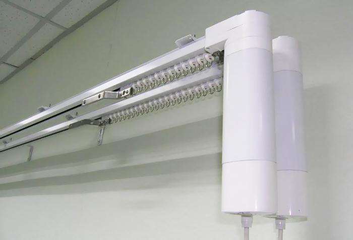 Алюминиевый карниз с электроприводом