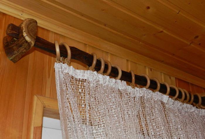 Оригинальный деревянный карниз для штор в экостиле