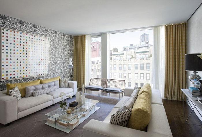 Интерьер гостиной с профильным потолочным карнизом