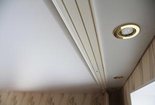 Как выбрать пластиковый карниз для штор и самостоятельно его смонтировать?