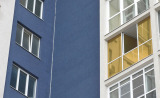 Декоративная цветная пленка на окнах лоджии