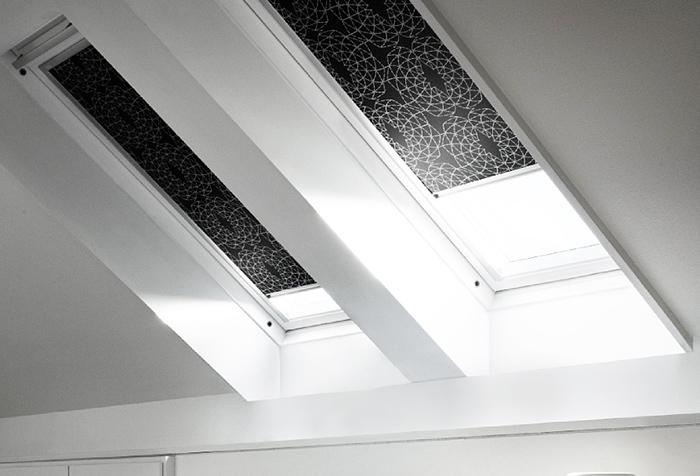 Рулонные шторы из ткани блэкаут на мансардных окнах