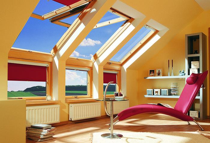 Рулонные шторы блэкаут в интерьере мансарды