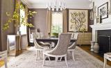 Однотонные портьеры в классическом интерьере гостиной