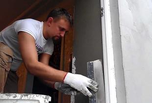 Как правильно штукатурить откосы на окне?