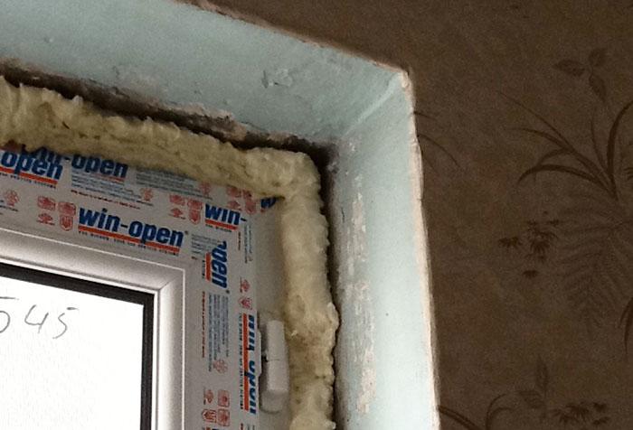 Монтажная пена на откосах окна