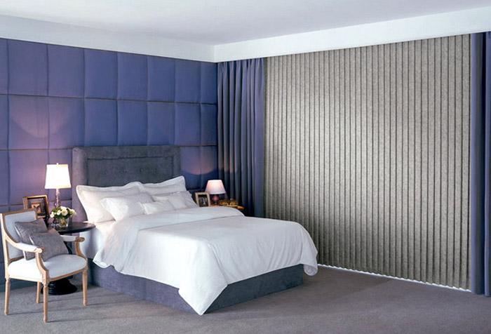 Вертикальные жалюзи с спальне