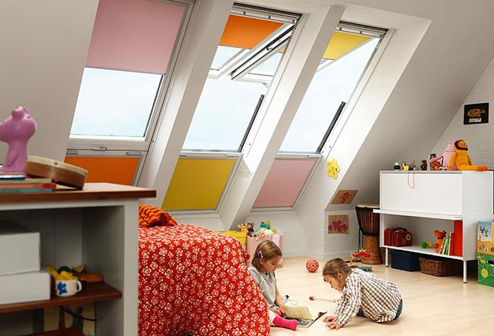 Рулонные шторы в мансардном помещении детской