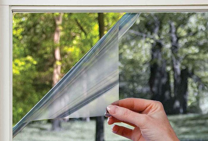Фиксация солнцезащитной пленки на стекле