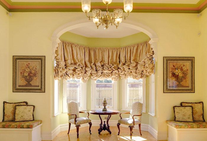Австрийская штора в интерьере в стиле рококо