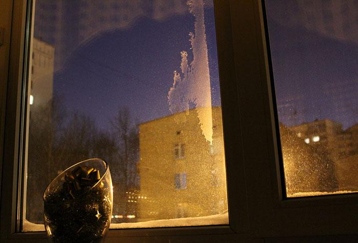 Конденсат и наледь между стеклами