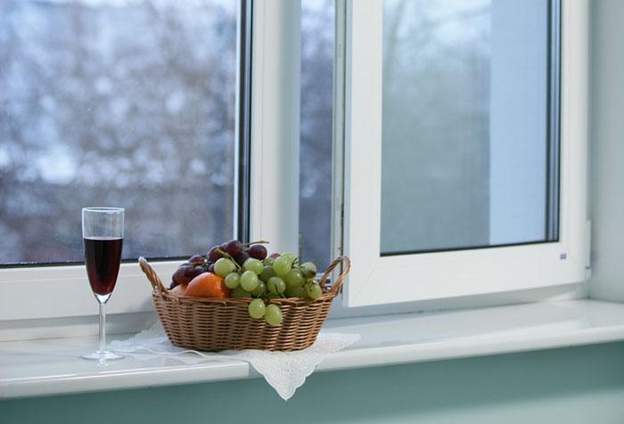 Приоткрытое окно