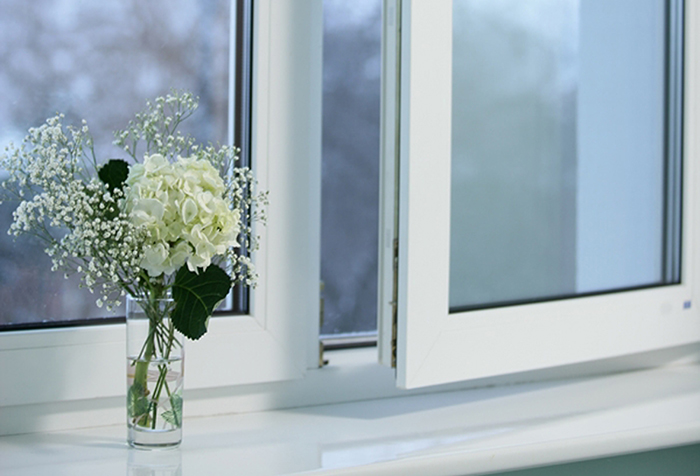 Пластиковое окно и подоконник