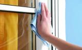 Мытье пластикового профиля окна