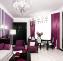 Яркие лиловые портьеры в гостиной