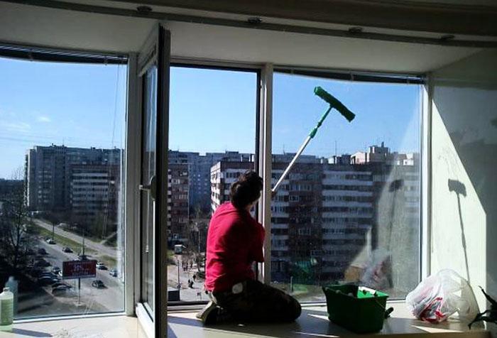 Мытье окна снаружи