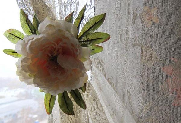 Заколка в виде цветка для тюля