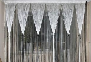 Как правильно комбинировать нитяные шторы с тюлем?