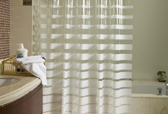 Прозрачная шторка в ванной