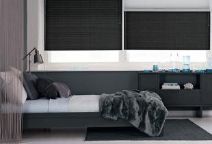 Создаем стильный интерьер спальни с помощью коротких штор