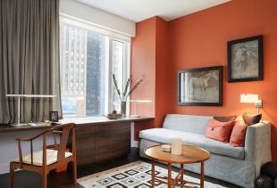 Для каких стилей интерьера гостиной подойдут короткие шторы?