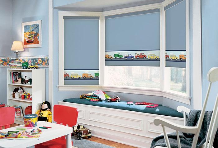 Голубые рулонные шторы в детской