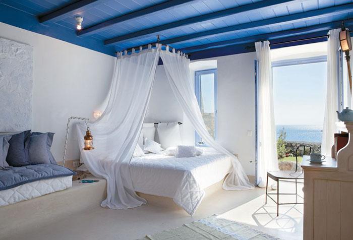 Белоснежный балдахин в спальне